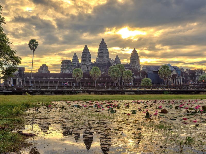 Angkor Wat – Phnom Kulen Mountains – Banteay Srey (: 5 Days/4 Night )